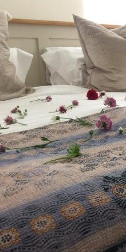 Home flower bedspread